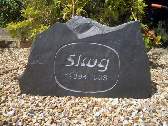 slate headstone for cats